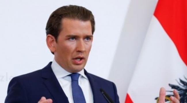 Avusturya'da 5 Kişinin Yan Yana Gelmesi Yasaklandı