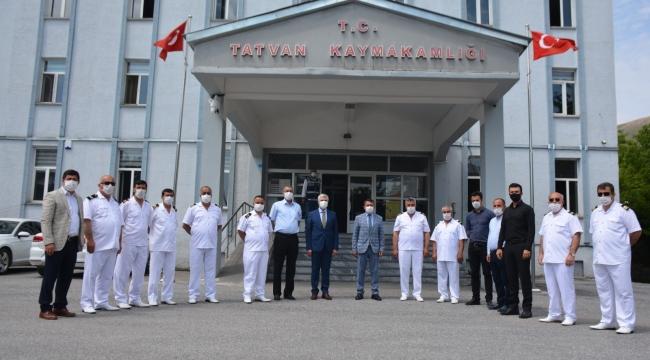 """Tatvan'da """"Denizcilik Ve Kabotaj Bayramı"""" Dolayısıyla Çelenk Sunma Töreni Düzenlendi"""