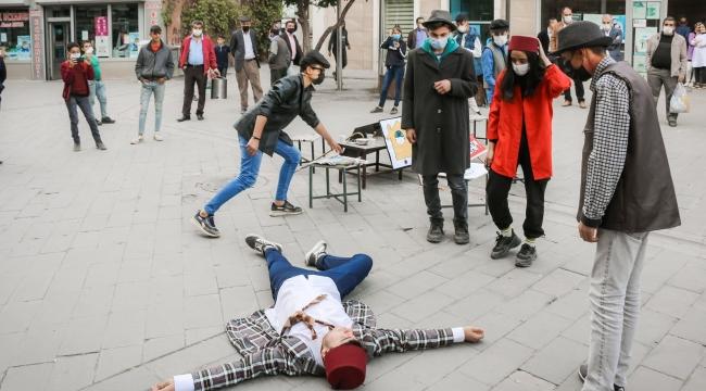 Bitlis'te Covid-19 Salgınına Dikkat Çekmek Amacıyla Tiyatro Oyunu Sahnelediler