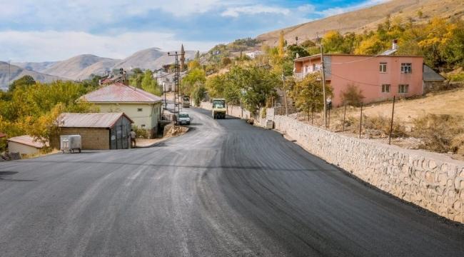 Bitlis'te 8 Ağustos Mahallesi'nde 3 Km'lik Yol Sıcak Asfalt Çalışması Tamamlandı