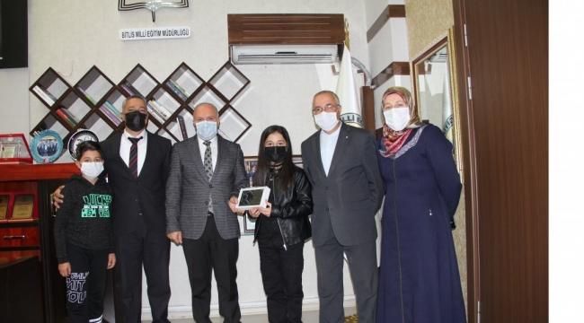 Bitlis'te Dereceye Giren Öğrencilere Ödül