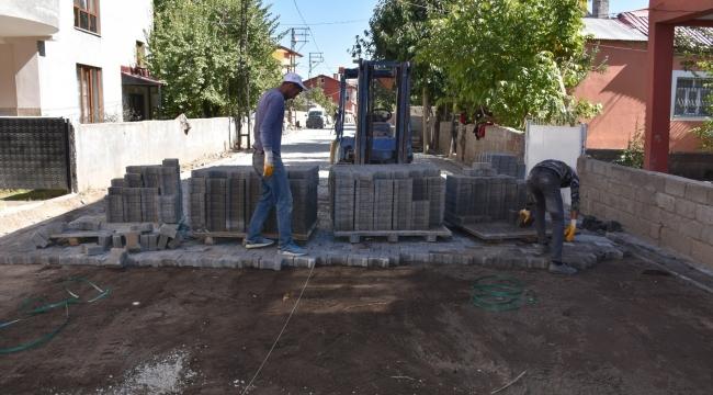 Tatvan Belediyesi'nin Yol Yapım Çalışmaları Devam Ediyor