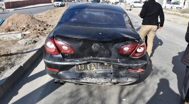 Tatvan'da Makam Araçları Zincirleme Kaza Geçirdi! 1 Yaralı