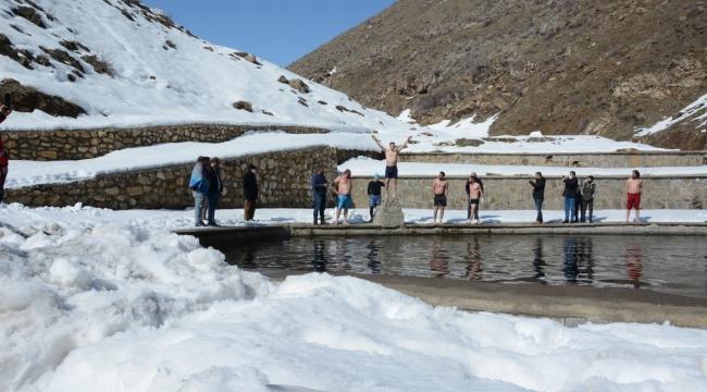 5. Altun Kalbur Kış Yüzme Şenlikleri Yapıldı