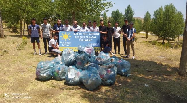 Tatvan'da İYİ Parti Gençlik Kollarından Çevre Temizliği Etkinliği