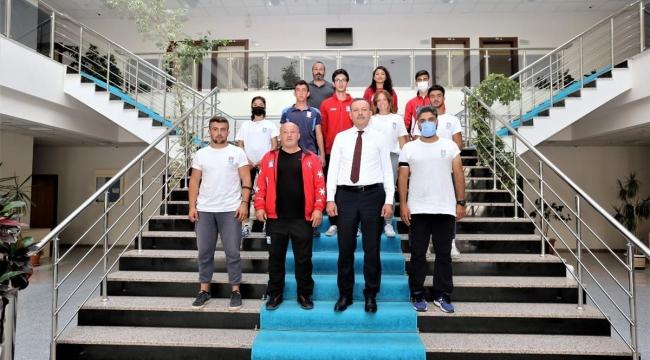 Kayak Milli Takımı Rektör Elmastaş'ı Ziyaret Etti