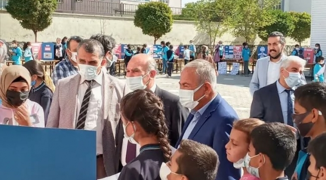 Adilcevaz'da Ortaokulda 4006 TÜBİTAK Bilim Fuarı Açılışı