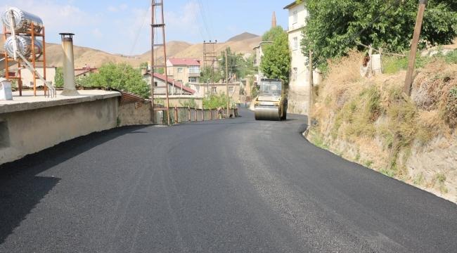 Bitlis'te Asfalt Ve Kilitli Parke Çalışmaları Devam Ediyor