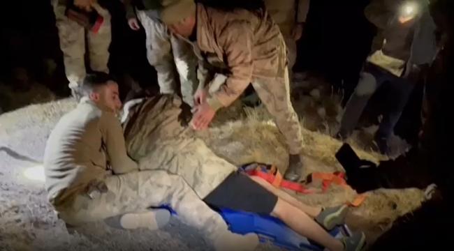 Nemrut Dağında Mahsur Kalan Dağcılar Askeri Tim Ekiplerince Kurtarıldı
