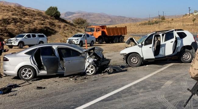 Tatvan'da Trafik Kazası! 13 yaralı 1 ölü